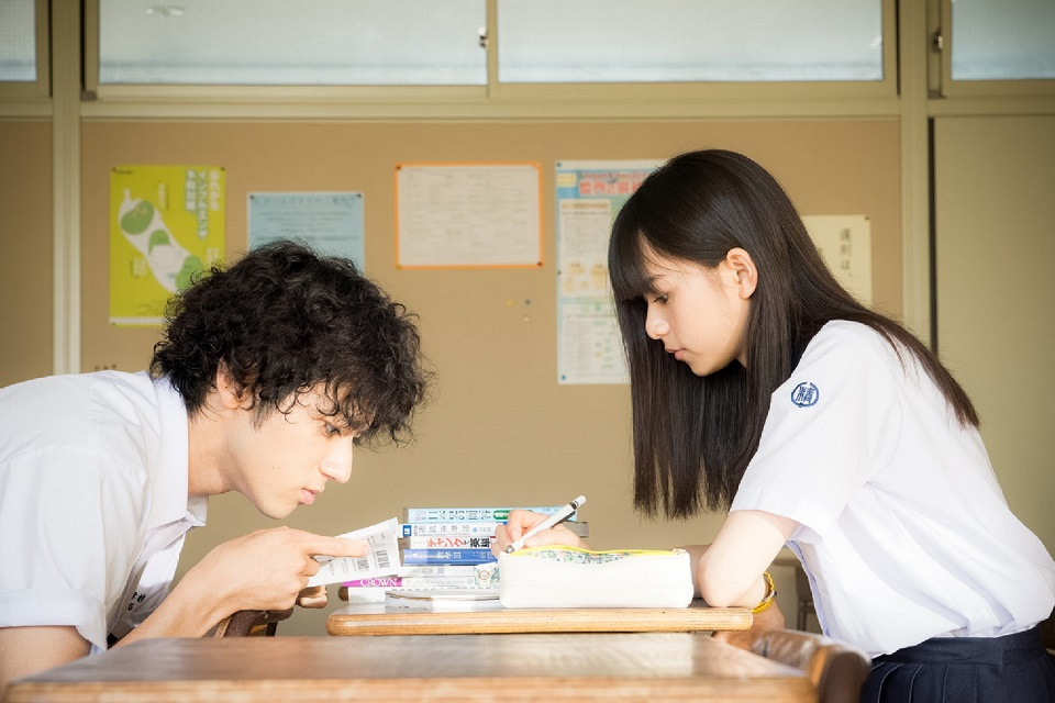 映画『あの頃、君を追いかけた』場面写真(左:山田裕貴、右:齋藤飛鳥)