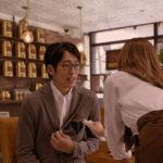 ディップ「バイトル」新CM 「カフェ」篇の1シーン(出演:白石麻衣)