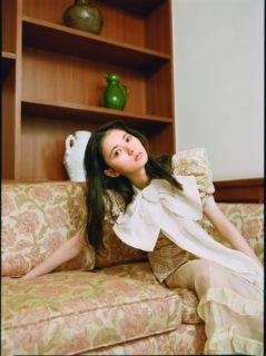 乃木坂46 齋藤飛鳥が誘うロマンチックな白昼夢(光文社「bis」2019年5月号)