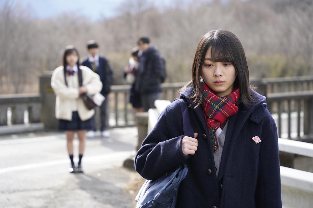 ドラマ「ボーダレス」の場面写真(手前:森田ひかる、奥:齊藤京子)