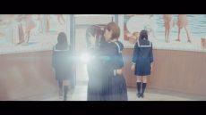 欅坂46・青空とMARRY『割れたスマホ』MVの1シーン