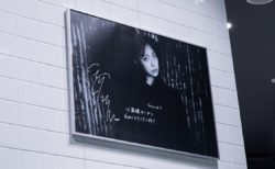 「Ground Y」心斎橋パルコに深川麻衣、生駒里奈の特大パネル展示 プレゼントキャンペーンも実施