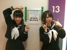 乃木坂46の秋元真夏(左)と橋本奈々未(右)