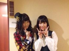 AKB48の島崎遥香(左)と乃木坂46の生田絵梨花(右)