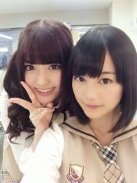 松村沙友理(左)と生田絵梨花(右)