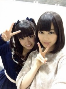 乃木坂46の中元日芽香(左)と生田絵梨花(右)