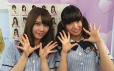 「開運音楽堂」にスタジオ出演した乃木坂46の川後陽菜(左)と中元日芽香(右)