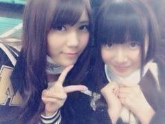乃木坂46川後陽菜と中元日芽香がBABYMETALのライブでコルセット着用