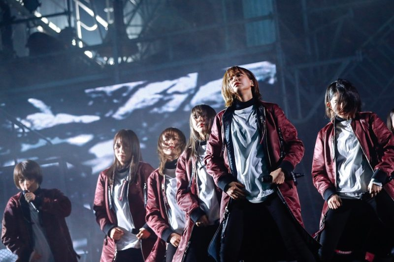 欅坂46『避雷針』センターは渡邉理佐(撮影:上山陽介/ライブ:「欅坂46 2nd YEAR ANNIVERSARY LIVE」)