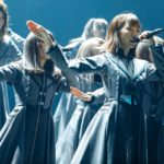欅坂46『エキセントリック』センターは土生瑞穂(撮影:上山陽介/ライブ:「欅坂46 2nd YEAR ANNIVERSARY LIVE」)