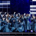 欅坂46『国境のない時代』(撮影:上山陽介/ライブ:「欅坂46 2nd YEAR ANNIVERSARY LIVE」)