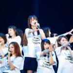 欅坂46『太陽は見上げる人を選ばない』センターは菅井友香(撮影:木村泰之/ライブ:「欅坂46 2nd YEAR ANNIVERSARY LIVE」)