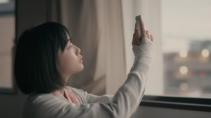 WEBドラマ「恋を落とす」の1シーン(主演:深川麻衣)