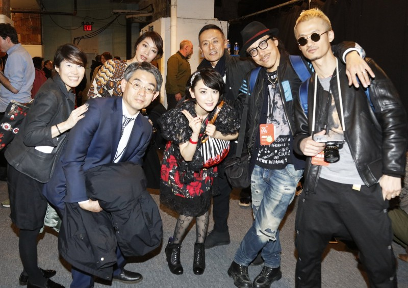 乃木坂46生駒里奈が「ANNA SUI」の春夏ビジュアルモデルに起用、レスリー・キーが撮影