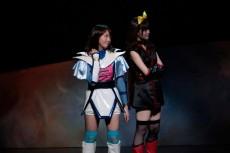 エステルを演じた永島聖羅(左)