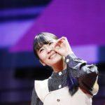 たこ焼きポーズを披露する早川聖来(「乃木坂46 4期生お見立て会」)