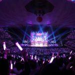 グループカラーの紫色に染まって大盛り上がりの会場(「乃木坂46 4期生お見立て会」)