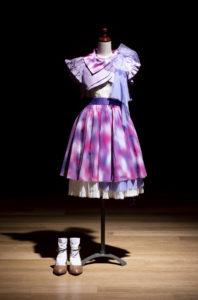 乃木坂46が「NHK紅白歌合戦」に初出場した際の歌唱用衣装(2015年)