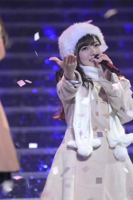「私のために 誰かのために」を歌う白石麻衣