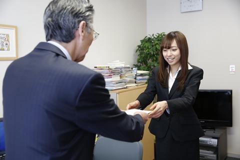 入社式に出席した乃木坂46の新内眞衣