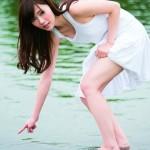 乃木坂46白石麻衣がグループ初のソロ写真集『清純な大人』発売、1年ぶり水着姿も披露