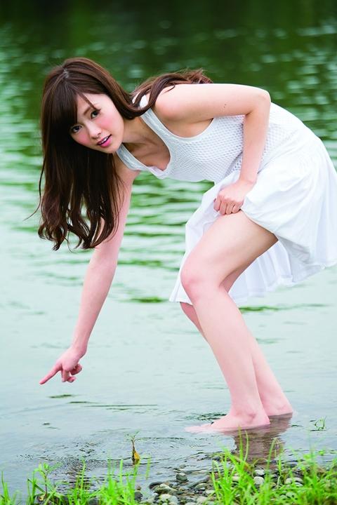 白石麻衣1st写真集『清純な大人』初版特典に特製ポストカード