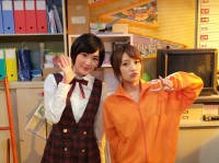 生駒里奈(左)と高橋みなみ(右)