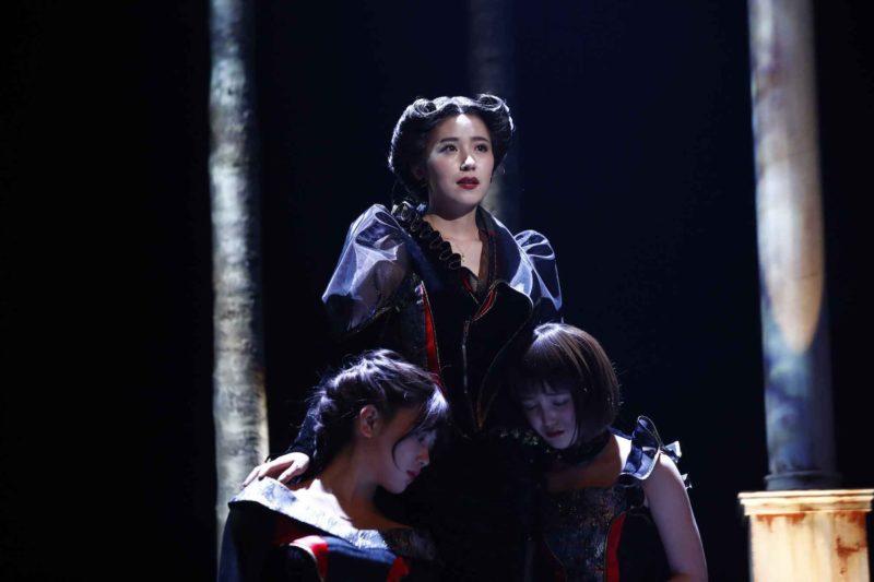 舞台『三人姉妹』(出演:衛藤美彩、伊藤純奈、久保史緒里ほか)