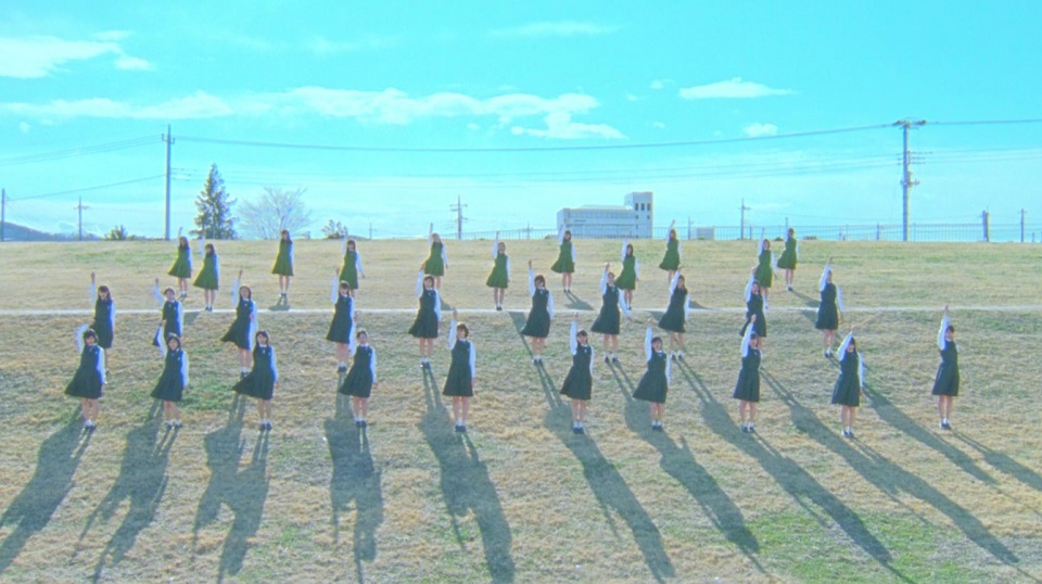 欅坂46『W-KEYAKIZAKAの詩』MVの1シーン
