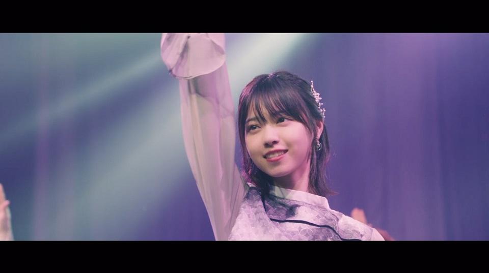西野七瀬(乃木坂46『帰り道は遠回りしたくなる』MVのライブシーン)