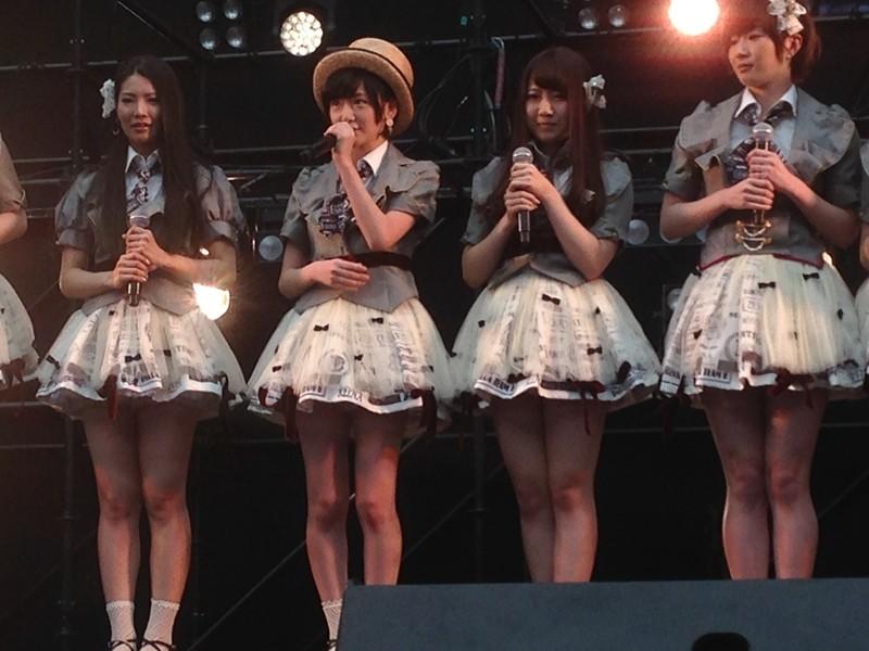 生駒里奈がAKBデビュー、握手会のミニライブで「初日」を披露